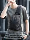 斜背包男士胸包時尚運動潮牌跨包包側背包休閑斜背包街頭個性小背包特賣