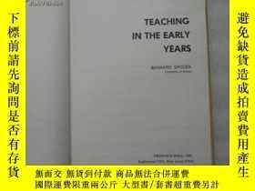 二手書博民逛書店TEACHING罕見IN THE EARLY YEARS(精裝