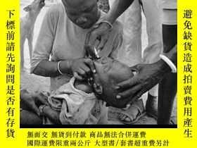 二手書博民逛書店The罕見End of Polio: A Global Effort to End a Disease-脊髓灰質炎