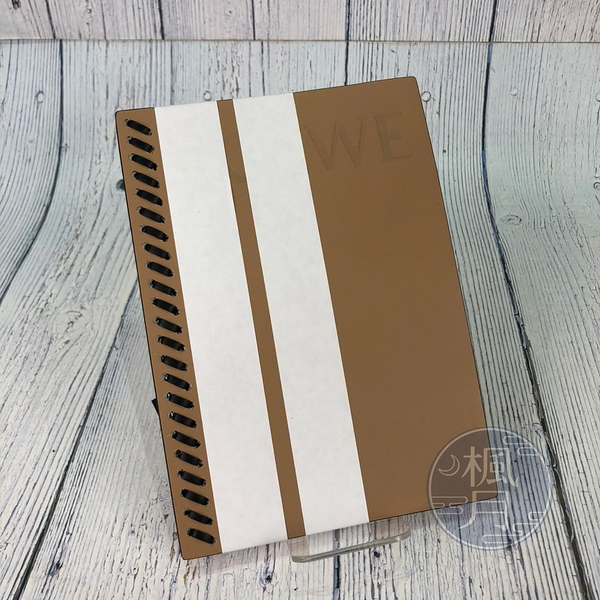 BRAND楓月 LOEWE 羅意威 LOGO壓紋 焦糖 奶茶色 品牌 配件 質感小物 真皮 手工 穿線 筆記本