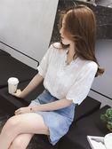 夏裝2018新款V領花邊燈籠袖白色洋氣蕾絲襯衫女百搭超仙上衣小衫 萬聖節服飾九折