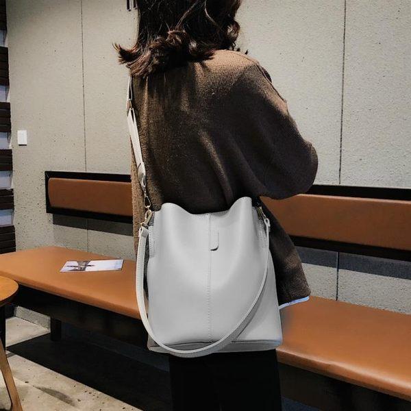 側背包側背斜背韓版寬肩帶大容量百搭大包水桶包女包 【限時優惠】