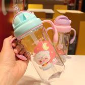 創意兒童水杯帶寶寶吸管有刻度小學生塑料水壺夏季防摔便攜水杯子【店慶八五折促銷】