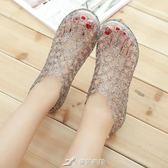 坡跟魚嘴涼鞋女士中跟鏤空鳥巢塑料水晶果凍鞋沙灘鞋 樂芙美鞋