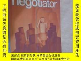二手書博民逛書店How罕見to Be a Better...Negotiator 英文原版Y12480 John Mattoc