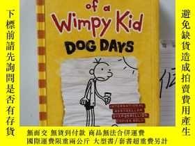 二手書博民逛書店DIARY罕見OF A WIMPY KID: DOG DAYS (S) 小屁孩日記Y15335