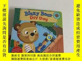 二手書博民逛書店Bizzy罕見Bear: DIY DayY13534 Nosy