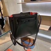 ■現貨在台■專櫃65折■ Loewe Mini 迷你小牛皮Lazo包 黑色