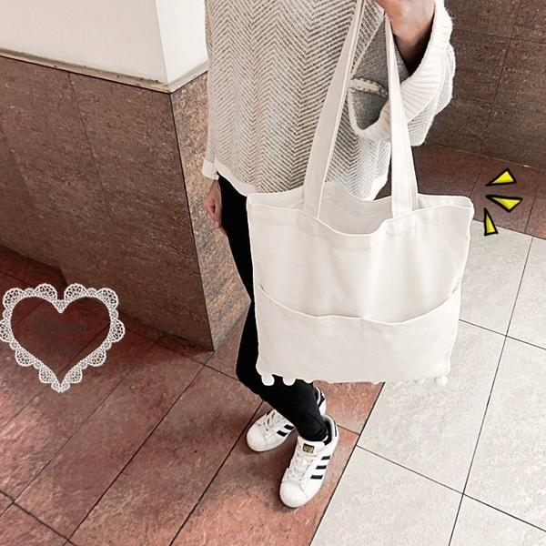 《花花創意会社》萌萌噠白色毛球球素色帆布包【H5502】
