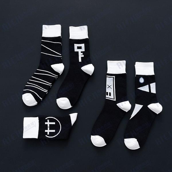 2020秋季情侶黑白元素襪子潮牌男女中筒襪棉襪街頭酷炫長襪