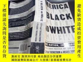 二手書博民逛書店America罕見in Black and White: One Nation, Indivisible 1997