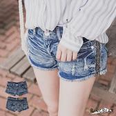 短褲--涼爽秋好刷破水波紋皺褶感側邊亮片牛仔短褲(藍S-7L)-R66眼圈熊中大尺碼◎