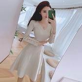 法式洋裝 秋季小香風氣質復古V領針織裙顯瘦針織收腰A字大擺連身裙 伊蘿