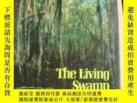 二手書博民逛書店THE罕見LIVING SWAMP 《活躍的沼澤》 布面精裝10