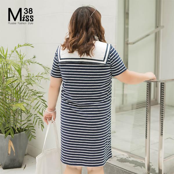 Miss38-(現貨)【A07359】大尺碼短袖洋裝 甜美海軍領帶 藍白條紋連身裙 純棉彈力 顯瘦休閒-中大尺碼