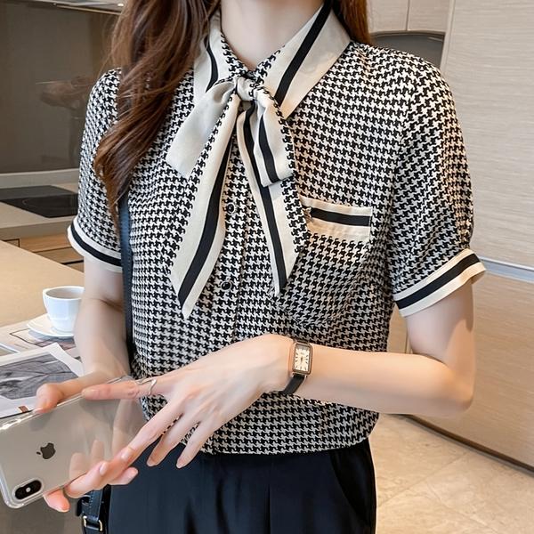 VK精品服飾 韓系氣質千鳥格紋蝴蝶結領假口袋單品短袖上衣