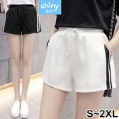 【V2424】shiny藍格子-運動風潮.側黑白條紋鬆緊腰短褲