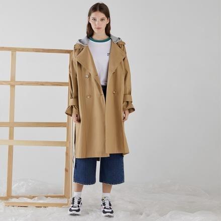 【南紡購物中心】《D Fina 時尚女裝》 自由風 袖口褶皺寬鬆可拆式連帽風衣