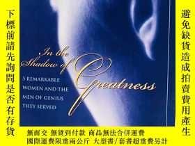 二手書博民逛書店In罕見the Shadow of Greatness: Fiv