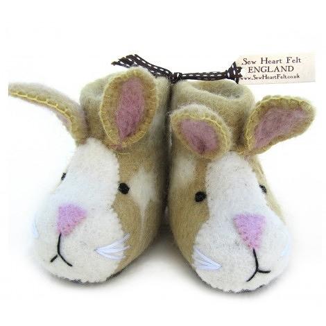 【英國 sew heart felt】放牧小羊羊毛氈鞋 (嬰兒鞋/彌月禮)--紅寶兔