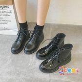 靴子 春季新款黑色機車馬丁靴女英倫風繫帶漆皮粗跟短靴高筒女靴子 2色