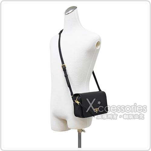 PRADA VITELLO PHENIX金屬浮雕LOGO磁扣翻蓋小牛皮斜背包(黑)