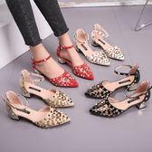 女時尚尖頭淺口鏤空包頭鉚釘涼鞋粗跟一字扣中跟鞋子 名購居家