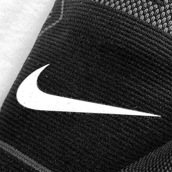 NIKE 護膝 PRO KNITTED 針織 護膝套 護套 護具 黑 加壓 防護 (布魯克林) DA6934-010