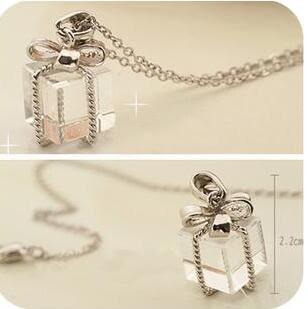 【TT36】蝴蝶結透明小禮包禮盒短款項鏈 時尚個性韓版毛衣鏈