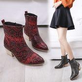 大尺碼女鞋  2019新款歐美時尚蛇紋尖頭中跟短靴~3色