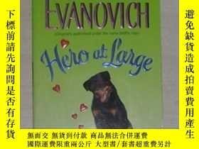 二手書博民逛書店英文原版罕見Hero at Large by Janet Eva