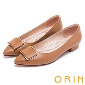 ORIN 復刻經典 柔軟羊皮金屬方扣尖頭粗低跟鞋-棕色