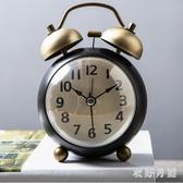 金屬小鬧鐘創意學生床頭擺件靜音復古機械鬧表臥室夜光鐘表 QW8480【衣好月圓】