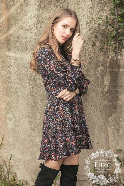 【EIIZO】圖騰縮腰印花洋裝(黑)