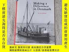 二手書博民逛書店Making罕見a Difference in Denmark(