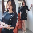 VK精品服飾 韓版氣質圓領中袖修身單排扣針織五分長袖洋裝