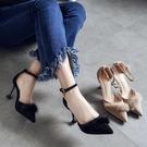 高跟涼鞋女 細跟涼鞋 新款毛毛一字扣中空絨面單鞋女尖頭高跟鞋女韓版女鞋子《小師妹》sm4274