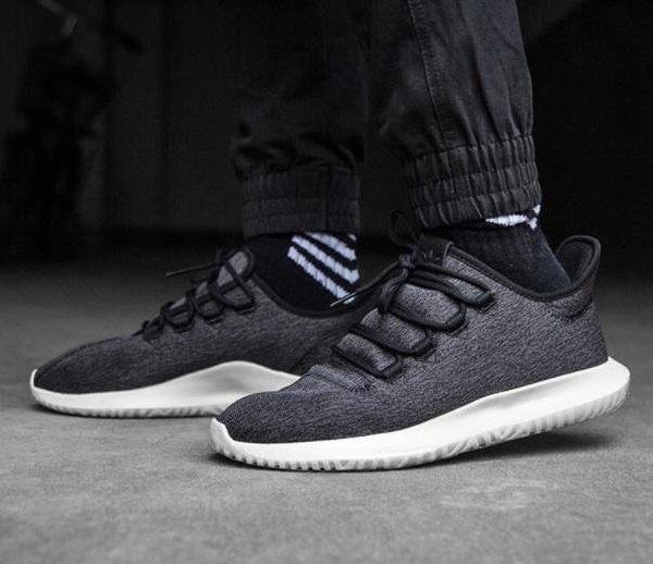 brand new 030c6 63cb5 [TellCathy 3]Adidas Tubular Shadow Knit 黑 奶油底 雪花 慢跑鞋 CQ2460