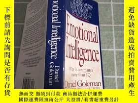 二手書博民逛書店Emotional罕見Intelligence: Why It