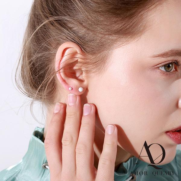 AQ 高級感簡約小巧銀白色耳針/耳環(AMOR Quenby)