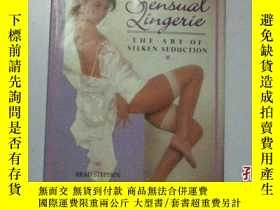 二手書博民逛書店Sensual罕見Lingerie: The Art of Si