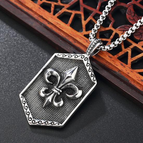 《QBOX 》FASHION 飾品【CHE697】精緻個性復古軍花十字架盾牌鑄造鈦鋼墬子項鍊/掛飾