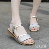 新款度假金色涼鞋平底鞋仙女風低跟一字帶平跟厚底夏季鞋子 QQ29766『MG大尺碼』