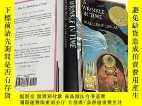 二手書博民逛書店A罕見Wrinkle in Time 英文原版 青少年小說 精裝
