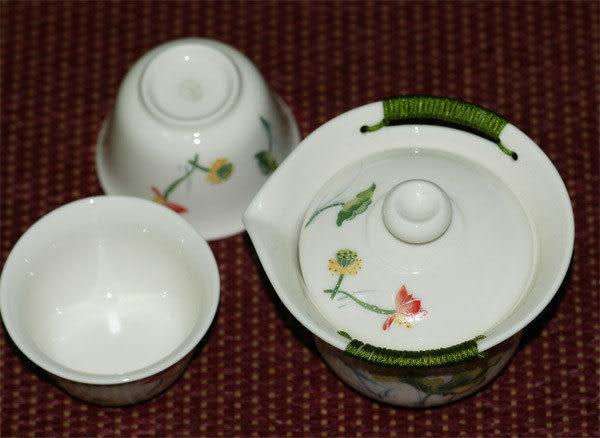 鹿港窯~居家開運商品~三希(台灣製)彩荷浮雕(線塑)茶具組(一壺二杯)
