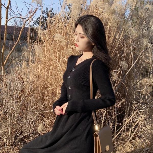 秋裝年新款收腰顯瘦V領復古針織連身裙女秋季中長款過膝長裙 韓國時尚週