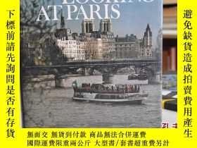 二手書博民逛書店1973年,英文原版精裝插圖,看巴黎,LOOKING罕見AT P