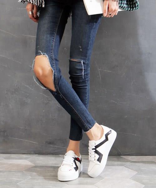 【2wenty6ix】正韓 ★ Abstract Sneaker 時尚抽象 質感皮革唇印亮片 星星刺繡 繫帶厚底休閒鞋 (兩色)