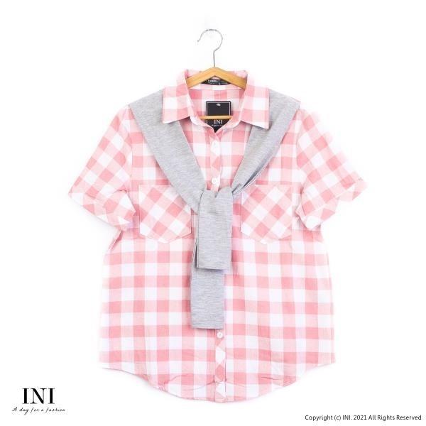 【南紡購物中心】【INI】自在午後、日氛經典格紋領巾舒適上衣.粉色