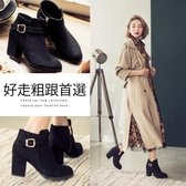 Ann'S超顯瘦女人味-金色扣帶絨質粗跟短靴-黑